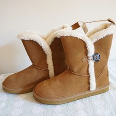 LISTING AEO BUTTONED COZY BOOT SIZE 9 -BRAND NEW NO BOX -SIZE: 9 -DESCRIPTION: GENUINE LEATHER UPPER; ANKLE BOOT FIT; SHERPA LINING; ONE BUTTON DETAIL; LOGO PATCH AT HEEL; PULL TAB; RUBBER OUTSOLE; LEATHER -IMPORTED -COLOR: CHESTNUT    ️⚠️⚠️BARCODE CUT OFF TO PREVENT ANY RETURN⚠️⚠️⚠️    ⭐RATED SELLER  FAST SHIPPER NEXT DAY SHIPPING  ❌NO TRADE ❌NO PAYPAL  ✅BUNDLE OFFER American Eagle Outfitters Shoes Ankle Boots & Booties