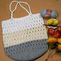 The Perfect Day Market Tote was inspired by the perfect summer day browsing the farmer's market - and it's a free crochet bag pattern on Moogly! Free Crochet Bag, Crochet Market Bag, Crochet Shell Stitch, Crochet Tote, Crochet Handbags, Crochet Purses, Tote Pattern, Purse Patterns, Crochet Free Patterns