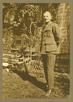 [Man in uniform] | saskhistoryonline.ca