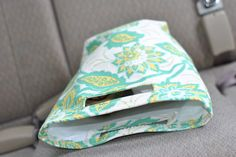 Car Trash Bag / Reusable Lunch Bag from Craft Buds Easy Sewing Projects, Sewing Tutorials, Sewing Crafts, Sewing Ideas, Car Trash, Trash Bag, Sewing Patterns Free, Free Sewing, Free Pattern