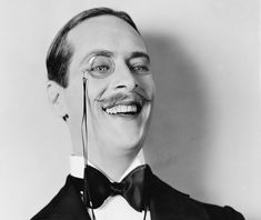 Monocles are back - Trend Piece New York Times