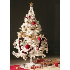 CHB 17/21 Ozdoby na stromček – návod   priadza Dekorácie – 4 girlandy, rôzne typy pletených vianočných gúľ, háčkované listy cezmíny, háčkované stromčeky, háčkované hviezdy.