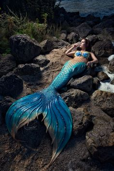Merfolk on the Rocks - 1 by Wendy Appelman Photography, Model Mermaid Crystal… Mermaid Photo Shoot, Mermaid Pose, Mermaid Pictures, Mermaid Fairy, Manga Mermaid, Tattoo Mermaid, Fantasy Mermaids, Unicorns And Mermaids, Real Mermaids