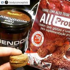 AMIGOS DE SÃO LUIS NO MARANHÃO PODEM ENCONTRAR OS PRODUTOS PROTEICOS ALL PROTEIN NA LOJA BODY CONCEPT.  Hora do lanchinho proteico 😋... pq ninguém é de ferro né. Combinação perfeita dos cookies proteicos da @allprotein sem glúten e sem lactose, baixo teor de sódio, sem açúcar, proteina vegetal, contém vitaminas e minerais, fibras, aminoácidos essenciais e baixo teor de gordura. Pasta de amendoin @pastamandubim ...