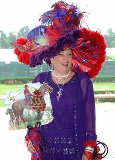 a Red Hat Society lady in kentucky derby hat - Bing Images Funny Hats, Silly Hats, Red Hat Ladies, Run For The Roses, Red Hat Society, Crazy Hats, Derby Day, Kentucky Derby Hats, Love Hat