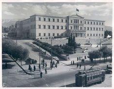 1946 - Η Πλατεία Συντάγματος με τον Άγνωστο Στρατιώτη και τη Βουλή.