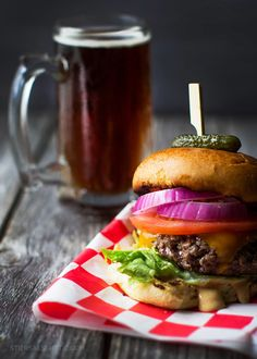This American tradition gets it's zing from the special sauce, straight from the Burger Shack. Add your favorite toppings and enjoy! Delicious Burgers, Tasty Burger, Burger Bar, Ricotta Pizza, Summer Grilling Recipes, Happy Memorial Day, Cooking Instructions, Tomato Basil, Food 52
