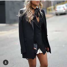 Look de Gabrielle: Black + Navy Blue Trending Today, Black Pantyhose, Black And Navy, Navy Blue, Fashion Addict, Fashion Outfits, Fashion Trends, Style Me, Mini Skirts