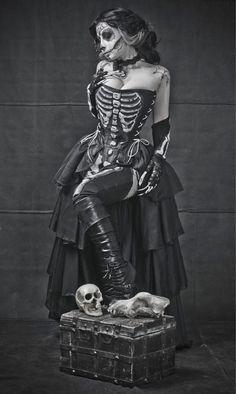 Dis de Los muertos, sugar skull makeup, skeleton steampunk costume, Halloween, day of the dead Sugar Skull Kostüm, Sugar Skull Makeup, Costume Halloween, Halloween Makeup, Skeleton Costumes, Skeleton Dress, Halloween 2013, Voodoo Halloween, Skeleton Art