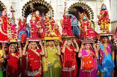 Gangaur Festival Celebrating in Udaipur Rajasthan. Gangaur Festival of Rajasthan the famous Gangaur ghat of Udaipur, Celebrating with very devotional songs in local languages. Upcoming Festivals, Festivals Of India, Fairs And Festivals, Teej Festival, States Of India, Cultural Events, Rajasthan India, Adventure Tours, Udaipur