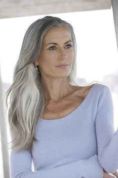 Gray Wigs African Americans Best Eyebrow Dye For Grey Hair White Girl – wigsblonde Natural White Hair, Silver White Hair, Long White Hair, Long Natural Hair, Natural Hair Styles, Beautiful Women Over 40, Beautiful Old Woman, Makeup For Older Women, Grey Wig