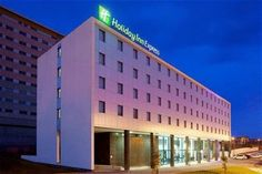 Holiday Inn Express Porto Exponor is a popular choice amongst travelers in Matosinhos, whether exploring or just passing through. The hotel has everything you need for a comfortable stay. To be found at the hotel are free Wi-Fi in all rooms, Portugal Holidays, Europe Holidays, Top Hotels, At The Hotel, Front Desk, Good Night Sleep, Places, Travel, Wi Fi