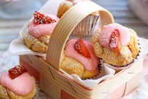 Strawberry cupcakes – Recipes – Slimming World astuce recette minceur girl world world recipes world snacks Slimming World Deserts, Slimming World Puddings, Slimming World Vegetarian Recipes, Slimming World Diet, Slimming World Recipes, Slimming Worls, Skinny Recipes, Strawberry Cupcake Recipes, Healthy Cake