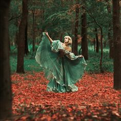 Her whimsical look/dress/setting makes me want to jump into this photo.