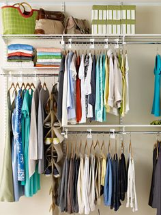 Dicas bacanas prá organizar seu armário ou closet.   Caixas, suportes, ganchos, cestas, ajudam na tarefa, por que organizar é moleza, o ...