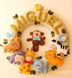 precious personalize wreath with animals!