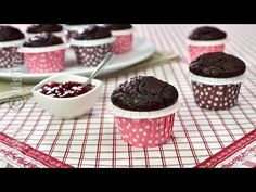 Briose cu fulgi de ciocolata - JamilaCuisine - YouTube Food Photography, Sweet Treats, Food And Drink, Pudding, Cupcakes, Healthy Recipes, Healthy Food, Yummy Food, Favorite Recipes