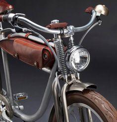 Ascot vélo électrique vintage design par la marque italienne ItalJet - design vintage bicycle with leather accessories