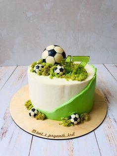 Cake Decorating For Beginners, Cake Decorating Designs, Cake Decorating Videos, Cake Decorating Supplies, Cake Decorating Techniques, Cake Designs, Football Birthday Cake, Soccer Cake, Sport Cakes