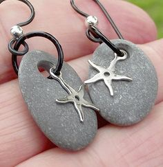 Starfish and Sea pebble ear rings. Sterling silver and niobium Spanish jewelry Hypoallergenic. Starfish and Sea pebble ear rings. Sterling silver and niobium Spanish jewelry Rock Jewelry, Jewelry Model, Amber Jewelry, Dainty Jewelry, Leather Jewelry, Stone Jewelry, Wire Jewelry, Jewelry Crafts, Jewelery