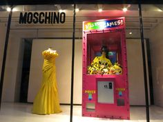 moschino window sponge bob machine retailstorewindow ⓔⓣⓒ