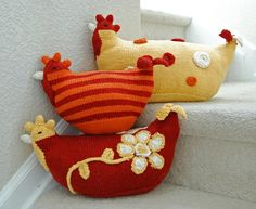Chicken Pillows - Pattern by Susan B. Anderson of Itty Bitty--yup gotta have one of these! Chicken Crafts, Chicken Art, Knitting Projects, Sewing Projects, Chicken Pillows, Diy And Crafts, Crafts For Kids, Crochet Chicken, Crochet Decoration