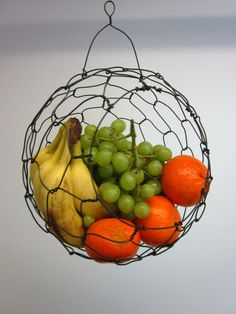 New Fruit Bowl Wire Counter Space Ideas Wire Fruit Basket, Hanging Fruit Baskets, Wire Baskets, Chicken Wire Crafts, French Picnic, Home Decoracion, Wire Storage, Fruit Storage, Basket Storage