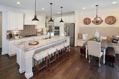 13 Farmhouse White Kitchen Design and Decor Ideas Kitchen Benches, Kitchen Stools, Kitchen Must Haves, Kitchen Ideas, Kitchen Designs, Home Design Magazines, White Kitchen Decor, Country Kitchen, Home Trends