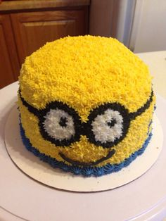 Piped cream Minion cake Party things Pinterest Minion cakes