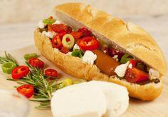 Recept: Hotdog met geitenkaas Recipe: Hotdog with goat's cheese www.bettine.nl