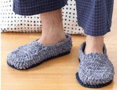 Crochet Mens Slippers [FREE Pattern] - Mens Slippers - Ideas of Mens Slippers Crochet Men, Crochet Crowd, Crochet Boots, Crochet Clothes, Easy Crochet, Knitted Slippers, Mens Slippers, Crochet Slipper Pattern, Crochet Patterns