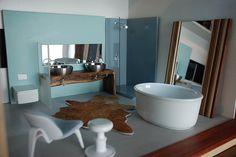 Staged bathroom by renfroedesign, via Flickr