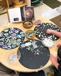 Loose Parts have endless possibilities and allow children to create without any predetermined outcome. Great idea for a study of constellations!loose parts play and an invitation to explore circles. Space Theme Preschool, Space Activities, Preschool Science, Preschool Activities, Preschool Curriculum, Homeschool, Reggio Emilia, Reggio Classroom, Preschool Classroom