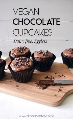 How to make the BEST vegan chocolate cupcakes! This easy chocolate cupcake recipe is made without eggs or dairy, and is deliciously moist and fluffy. Easy Chocolate Cupcake Recipe, Vegan Chocolate Cupcakes, Chewy Chocolate Cookies, Best Vegan Chocolate, Vegan Cupcakes, Chocolate Recipes, Vegan Cake, Healthy Vegan Desserts, Vegan Dessert Recipes