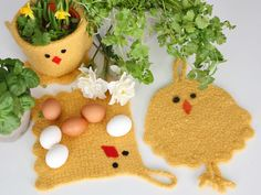 Keltaiset pääsiäistiput ilostuttavat virkatuissa pannulapuissa ja kukka- tai rairuohoruukun suojuksessa.