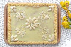 przepis na mazurek z marcepanem i białą czekoladą Tray, Pie, Easter, Food, Torte, Cake, Fruit Cakes, Easter Activities, Essen