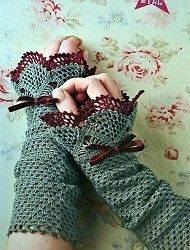 Crochet Patterns for Mittens and Wrist Warmers-lots of free crochet pattern, some do require payment though