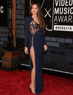 #SelenaGomez | The Best Dresses with Thigh High Slits - DesignerzCentral    9      4