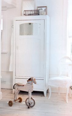Lovely vintage ride on toy horse Interior Design Inspiration, Room Inspiration, Vintage Room, Vintage Horse, Armoire, Deco Kids, Small Cabinet, Modern Cabinets, Kid Spaces