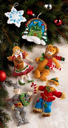 Bucilla Wizard of oz Felt Christmas Ornament Kit 86203 Dorothy Tin Man 6 Pcs Retro Christmas Decorations, Christmas Ornament Crafts, Felt Decorations, Handmade Christmas, Christmas Favors, Christmas Things, Holiday Ornaments, Felt Ornaments Patterns, Felt Crafts Patterns