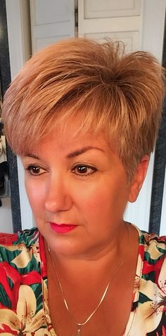 Nope Example of what NOT to do - Thin Hair Cuts Mom Hairstyles, Haircuts For Fine Hair, Haircut For Thick Hair, Short Pixie Haircuts, Cute Hairstyles For Short Hair, Short Hair Styles, Really Short Hair, Short Grey Hair, Short Hair With Layers