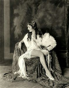 Ziegfeld girl Alice Wilkie - c. 1920s Photo by Alfred Cheney Johnston