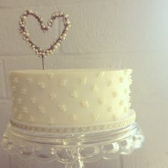 In love with this cake ! Simple and gorgeous!  @Andressa Hara - Twinkle Twinkle Little Party take a look... for valentines day....