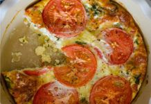 Here is the recipe for the WW tomato dough quiche, a light and quick dish to make. The preparation time does not exceed 10 minutes. Ingredients for 4 people: – 5 SP / person – 300 g of skimmed milk 200 g of yogurt 3 eggs 70 g of flour Easy Vegetarian Casseroles, Vegetarian Breakfast Recipes, Low Carb Breakfast, Breakfast Lasagna, Keto Diet Plan Vegetarian, Beginner Vegetarian, Easy Casserole Recipes, Easy Recipes, Keto Cheesecake