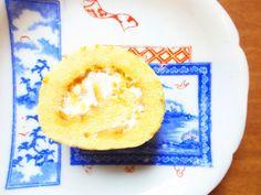 【伊予柑ロール】 伊予柑の皮と一緒に焼き上げた生地の中に、手作りの伊予柑ジャムと生クリームを入れた、素材を贅沢に使った香り豊かなロールケーキです。