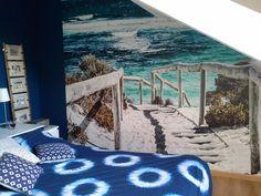 Papier peint Direction baignade chez Olivia (très joli raccord de couleurs).