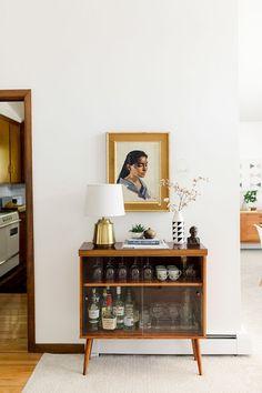 Home Interior Design Should We Go 'Open Concept'?Home Interior Design Should We Go 'Open Concept'? Cheap Home Decor, Diy Home Decor, Decor Crafts, Concept Ouvert, Decoration Hall, Entrance Decor, Entryway Decor, Living Room Decor, Living Spaces