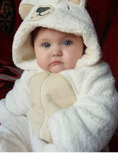 Cute Little Baby, Mom And Baby, Little Babies, Cute Babies, Baby Boy, Baby Kids, Cute Baby Girl Pictures, Baby Photos, Talking Teddy Bear