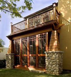craftsman screened porch outside
