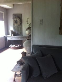 Cozy Living, Home And Living, Country Cottage Living Room, Gray Interior, Country Style Homes, Grey And Beige, Minimalist Living, Repurposed Furniture, Rustic Interiors